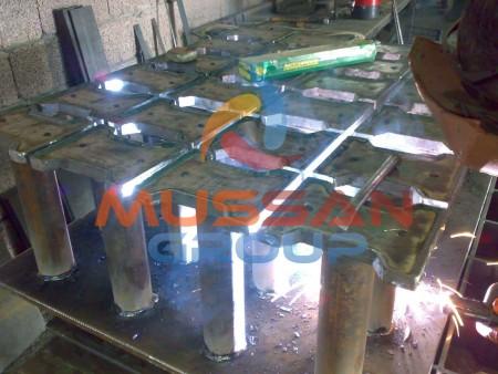Brick making machine molds assembly